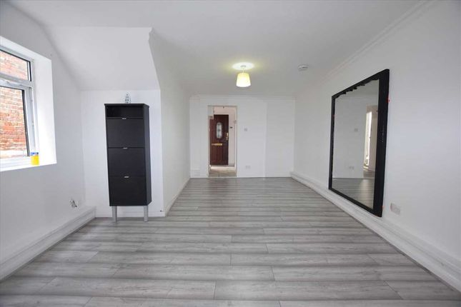 Thumbnail Property to rent in Sparrows Herne, Bushey