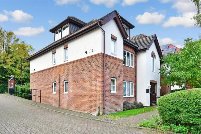1 bed flat for sale in Hornchurch Hill, Whyteleafe, Surrey CR3