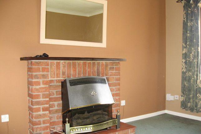 Thumbnail Maisonette to rent in Roscrea Court, Huntingdon, Cambridgeshire