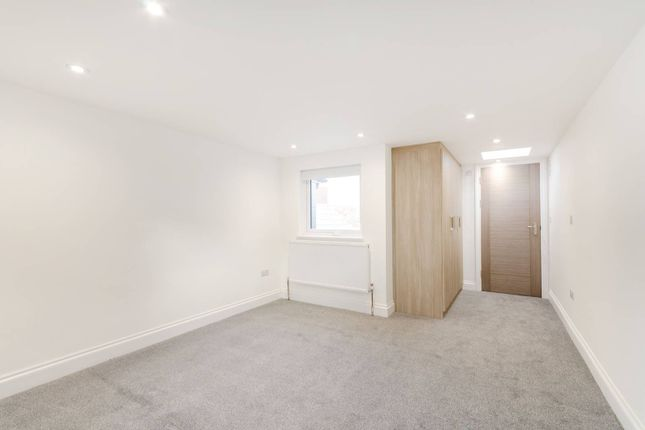 Thumbnail Terraced house to rent in Willoughby Road, Kingston