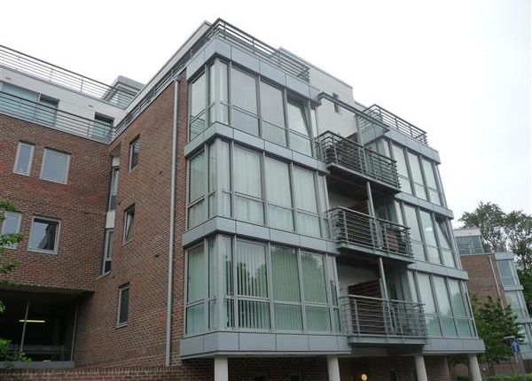 2 bed flat to rent in Richmond House, Bonfire Corner, Portsmouth
