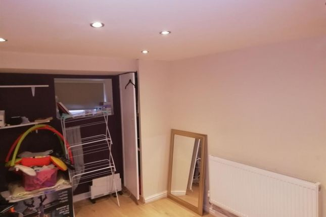 2 bed flat to rent in A Mellor Road, Cheadle Hulme, Cheadle SK8