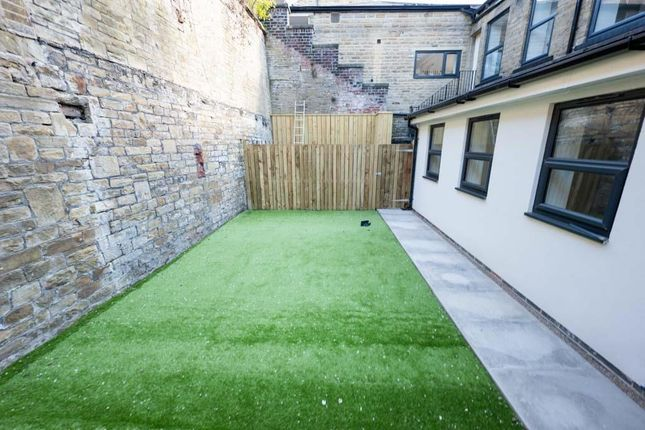 2 bed flat for sale in Bridge End, Rastrick, Brighouse HD6