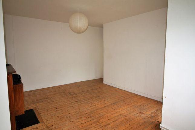 Thumbnail Flat to rent in Gascoyne Road, London