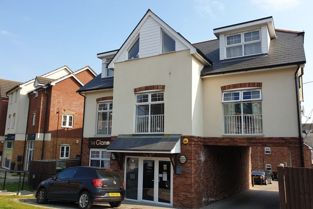 2 bed flat to rent in Botley Road, Park Gate, Southampton SO31