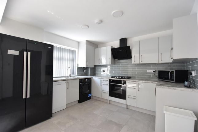 5 bed end terrace house to rent in Cadnam Close, Birmingham B17