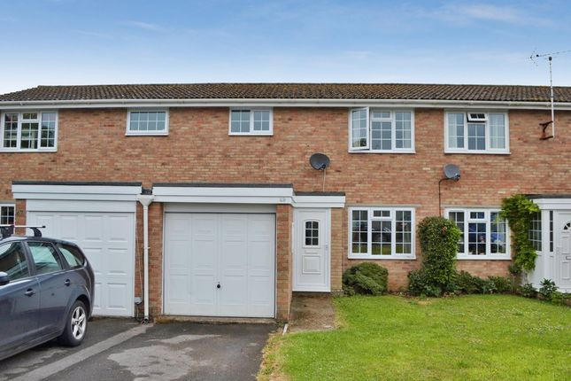 2 bed terraced house for sale in Dunn Crescent, Kintbury, Hungerford
