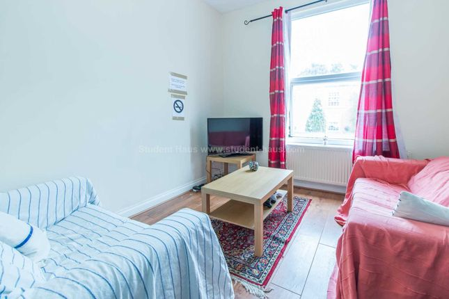 3 bed flat to rent in Lower Broughton Road, Salford
