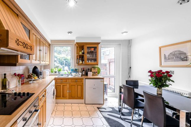 Thumbnail Property for sale in Kemps Drive, Canary Wharf