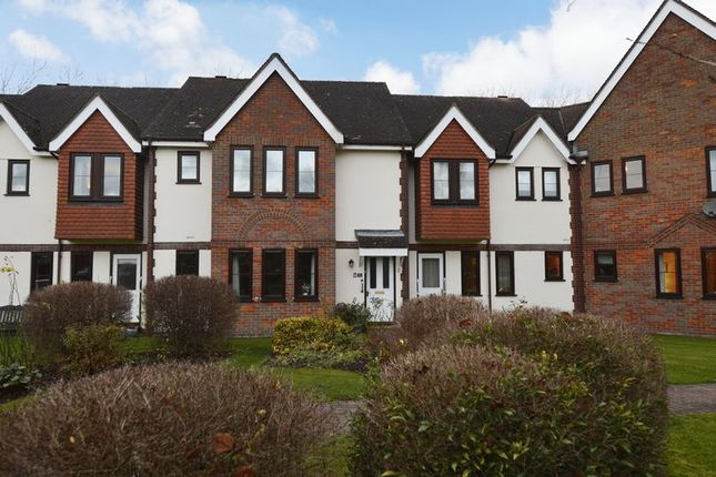 Thumbnail Flat for sale in Giles Gate, Great Missenden