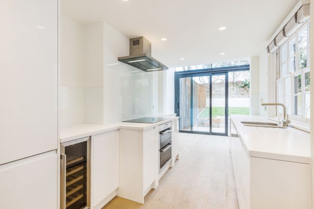 Thumbnail Town house to rent in Cloudesley Road, London