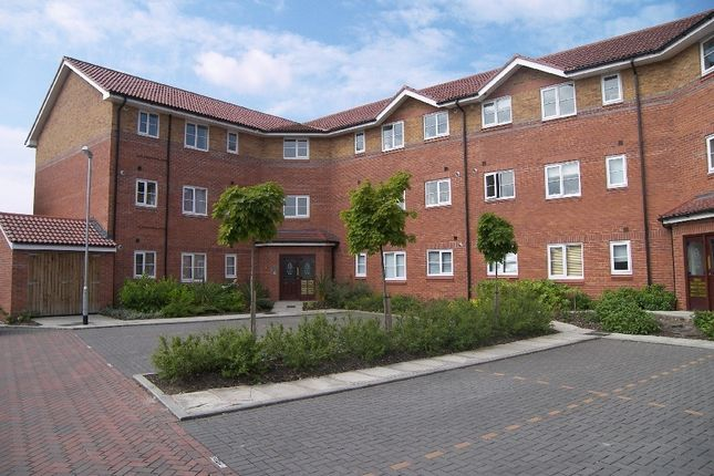 Thumbnail Flat to rent in Howty Close, Wilmslow