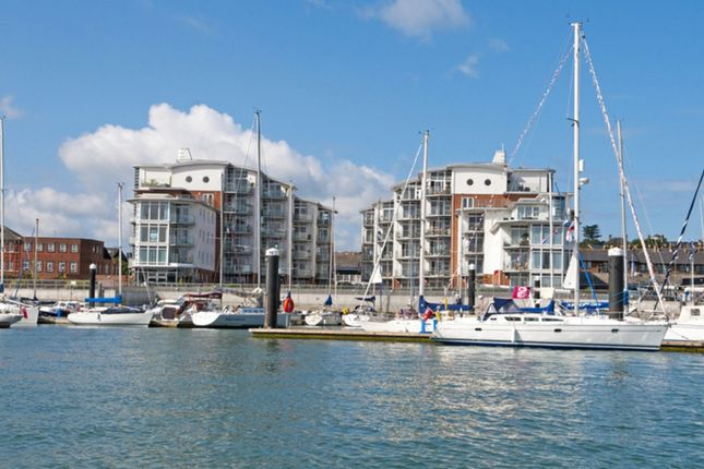 Thumbnail Flat for sale in Medina Road, Cowes