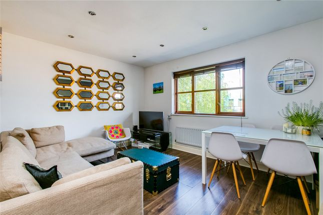 2 bed flat to rent in Penny Mews, Balham, London