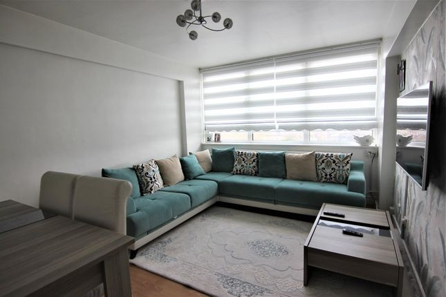 Thumbnail Flat to rent in Scriven Street, London
