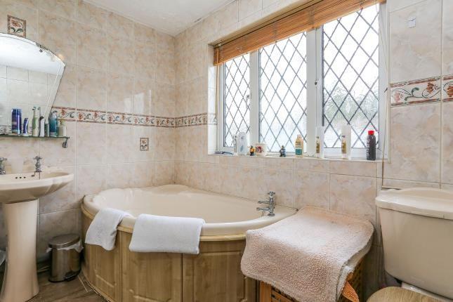 Bathroom of Rathlin Croft, Birmingham, West Midlands B36