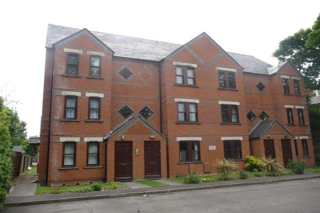 Thumbnail Flat to rent in Osborne Road, Farnborough