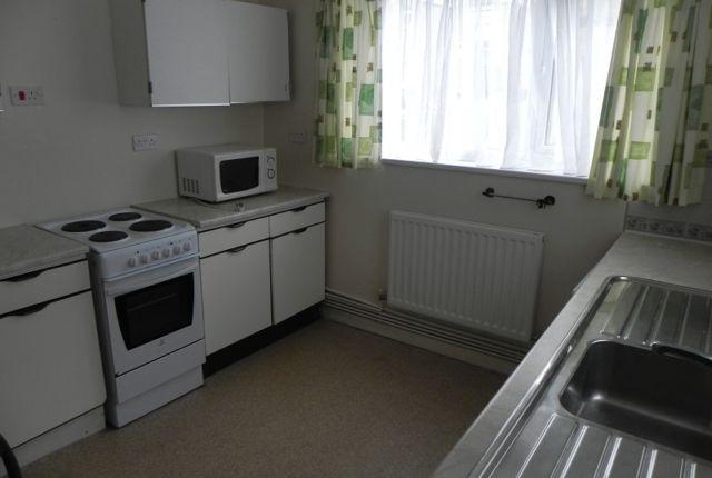 1 bed flat to rent in 124 Rhyddings Terrace, Brynmill, Swansea. SA2