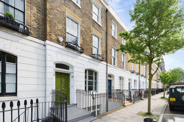 Thumbnail Town house to rent in Devonia Road, London