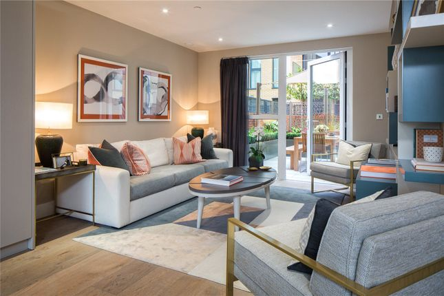 Thumbnail Terraced house for sale in Central Avenue, London