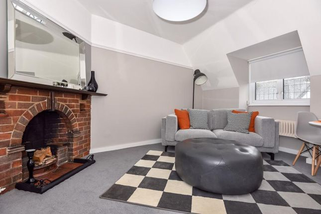 Thumbnail Flat to rent in Sycamore Road, Amersham