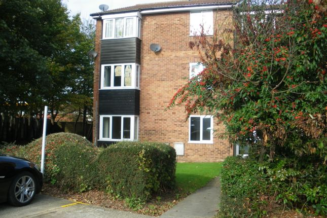 Thumbnail Flat to rent in St Giles Court, Enfield