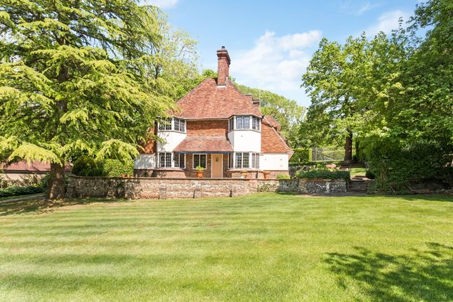Thumbnail Detached house to rent in Walpole Avenue, Chipstead, Coulsdon