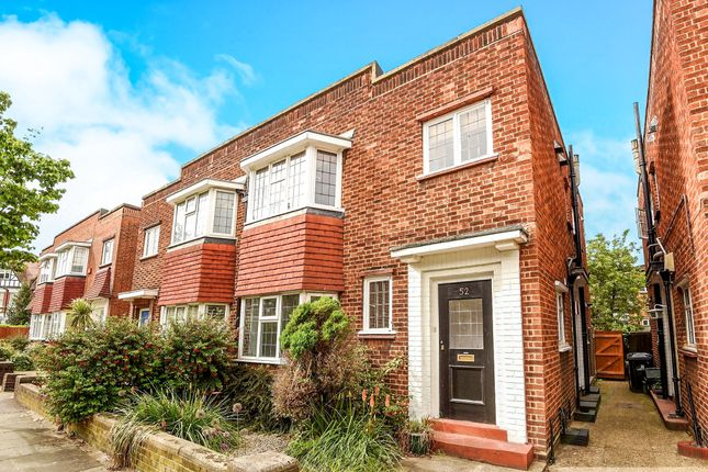 Thumbnail Flat for sale in Fairlawn Avenue, Chiswick, London