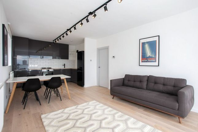 Thumbnail Flat to rent in Commercial Street, London