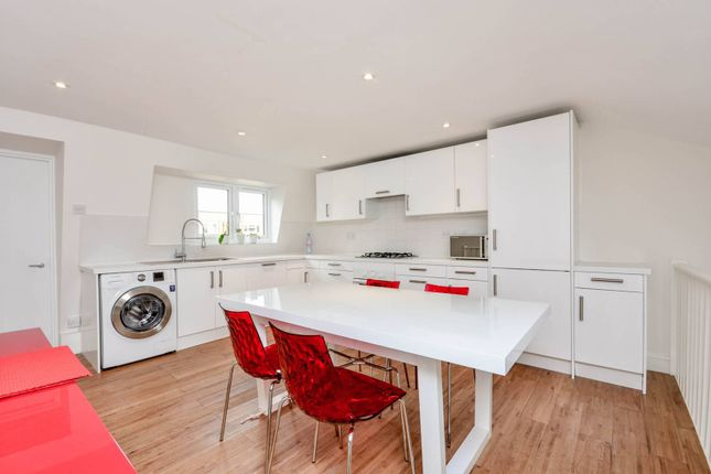 Thumbnail Maisonette to rent in Rigault Road, Parsons Green