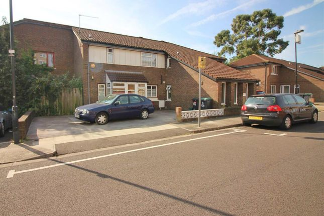 Thumbnail Property for sale in Bracknell Close, London