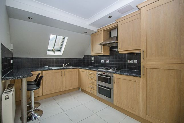 Thumbnail Flat to rent in Matham Road, East Molesey
