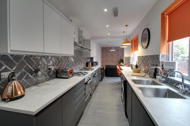 Thumbnail Shared accommodation to rent in Sweetbriar Road, Leicester