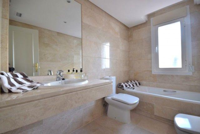 Penthouse_Sale_Dama_Noche_Bath1