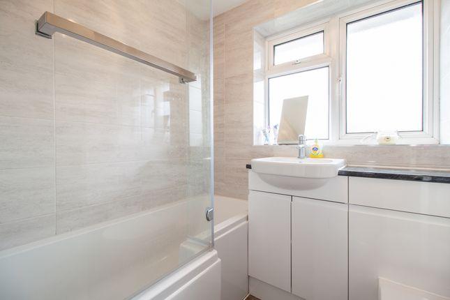 Bathroom of Edenham Crescent, Reading, Berkshire RG1