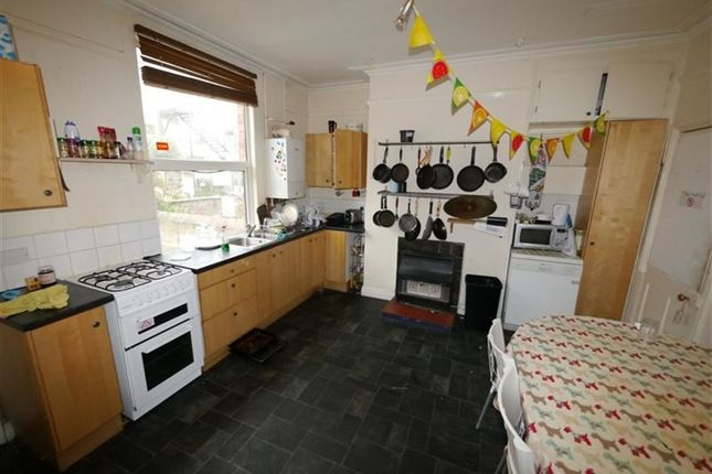 Thumbnail Property to rent in Brudenell Mount, Hyde Park, Leeds