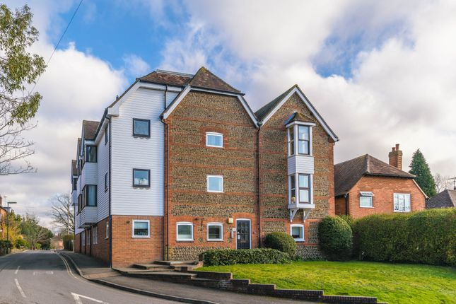 Thumbnail Flat to rent in Crondall Lane, Farnham