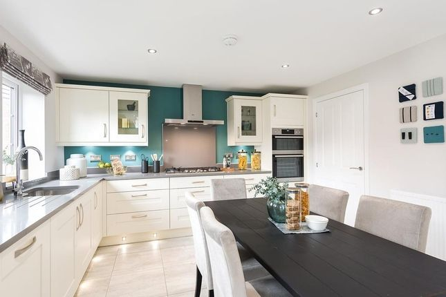 Open-Plan Kitchen With Breakfast Area