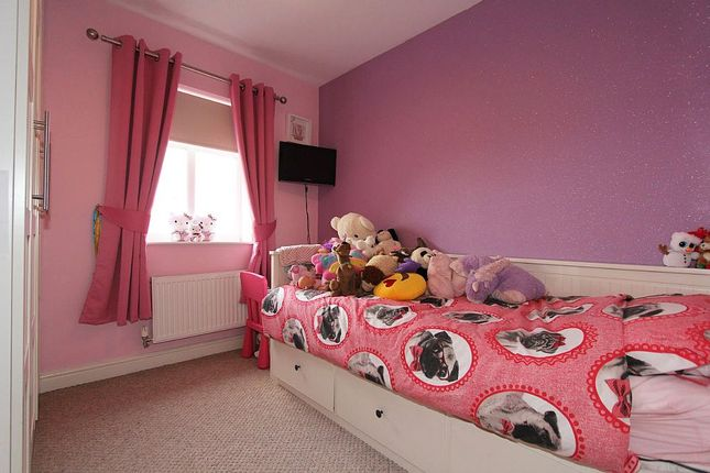 Bedroom 2 of River View, Woolley Grange, Barnsley, West Yorkshire S75