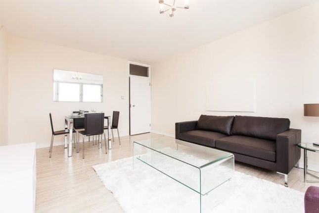 2 bed flat to rent in Porchester Place, London