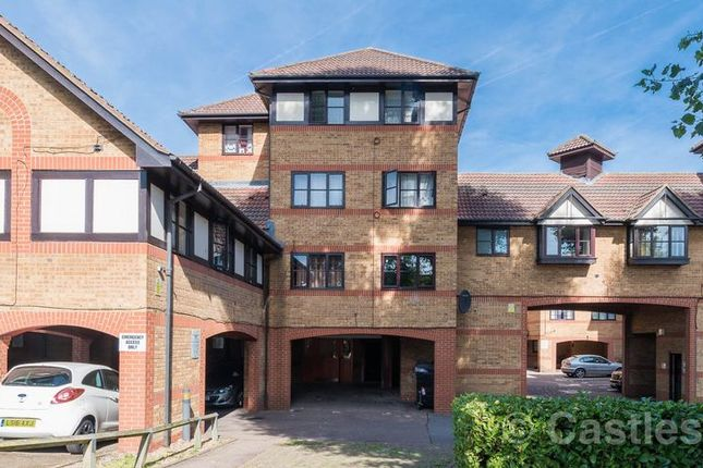 Thumbnail Flat for sale in Somerset Gardens, Creighton Road, London