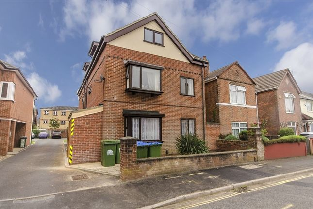 Thumbnail Flat to rent in 82-84 Laundry Road, Southampton, Hampshire