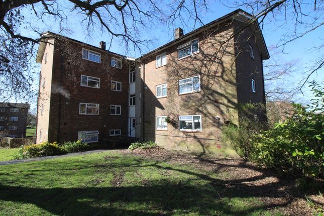 Thumbnail Flat for sale in Highams Hill, Gossops Green, Crawley
