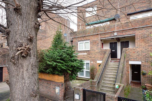 3 bed flat for sale in Girdlestone Walk, London N19