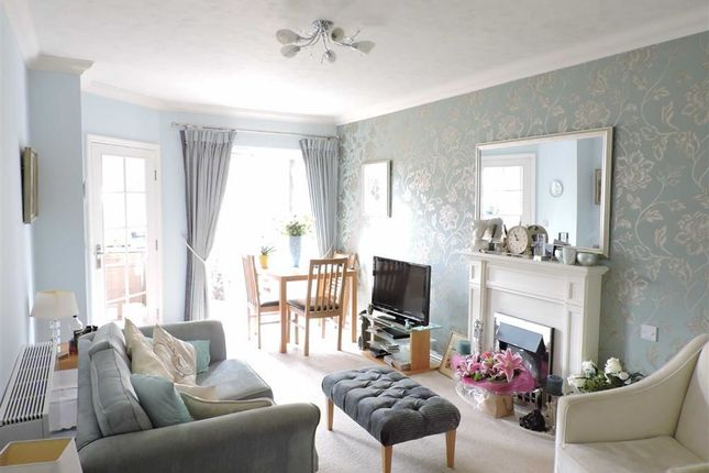 Thumbnail Flat for sale in Beaufort Lodge, Woking, Surrey