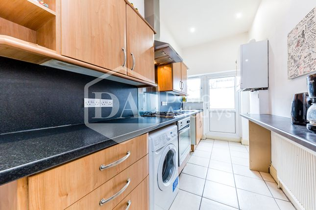 Thumbnail Flat to rent in Finsbury Road, Wood Green Bounds Green, London