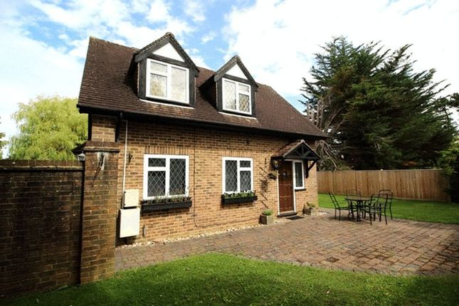 2 bed detached house to rent in Westhall Road, Warlingham CR6
