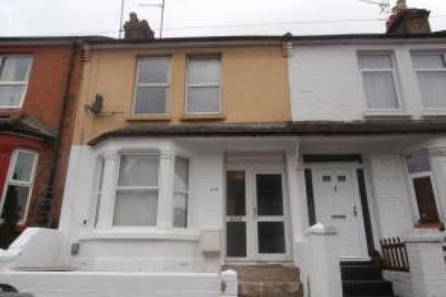 4 bed property to rent in Corporation Road, Gillingham