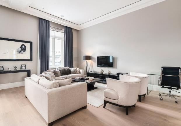 Thumbnail Flat to rent in The Piazza, Covent Garden