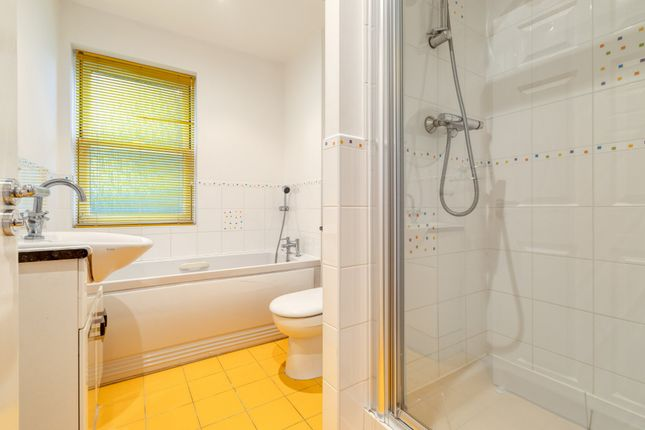 Family Bathroom of Shaftesbury Drive, Fairfield, Hitchin SG5